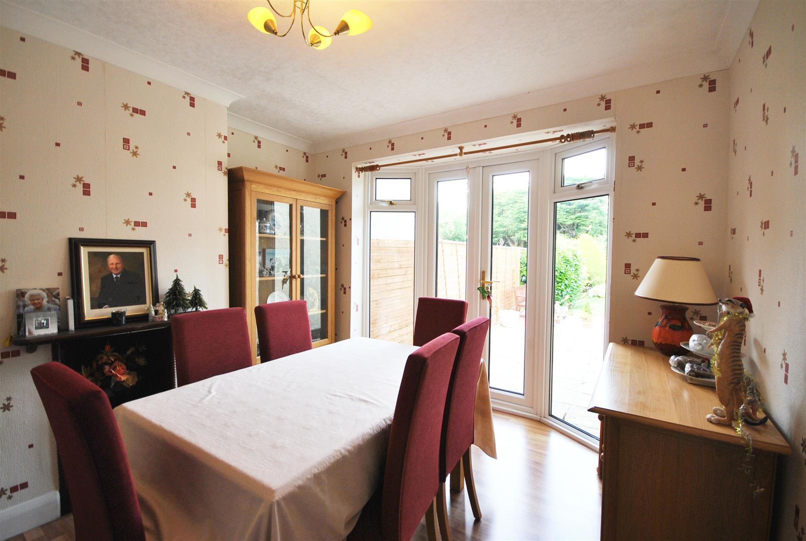 3 Bedrooms, Bungalow - Semi Detached